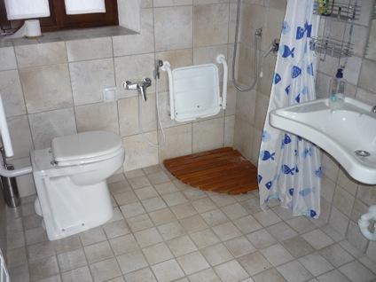 bagno attrezzato disabili