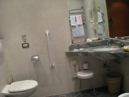 bagno accessibile hotel adriatico